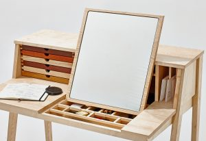 trehvitt skrivebord speil