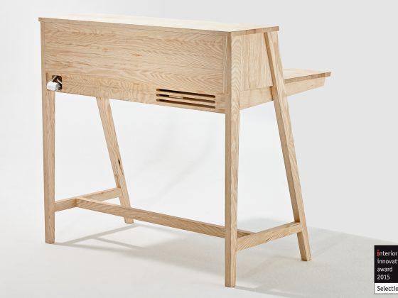 trehvitt skrivebord