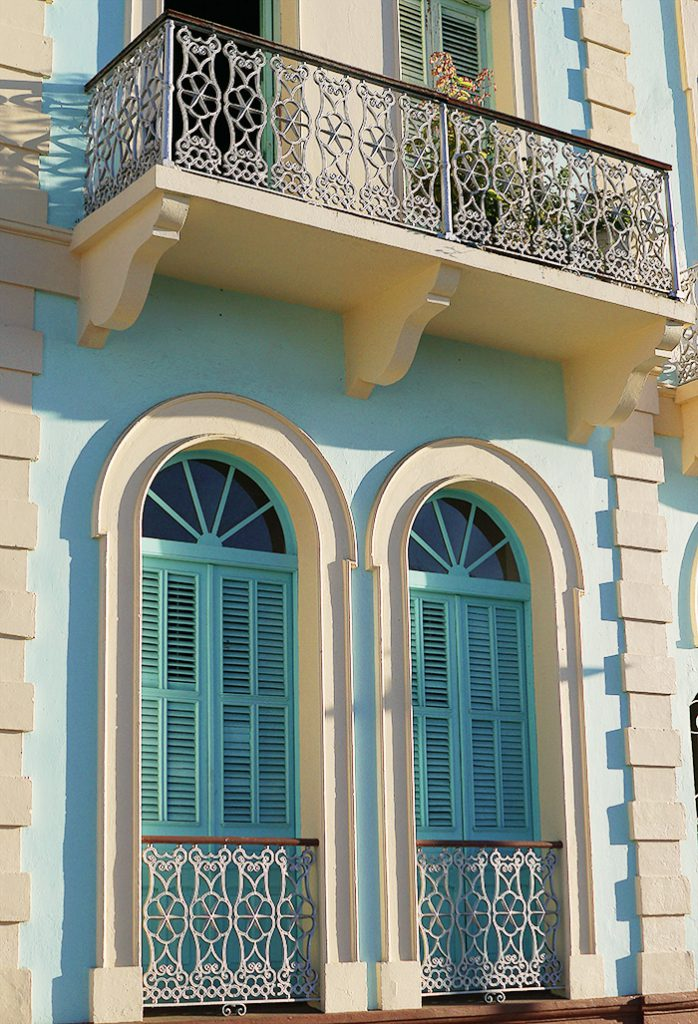 Typiske vinduer med lemmer i Ponze