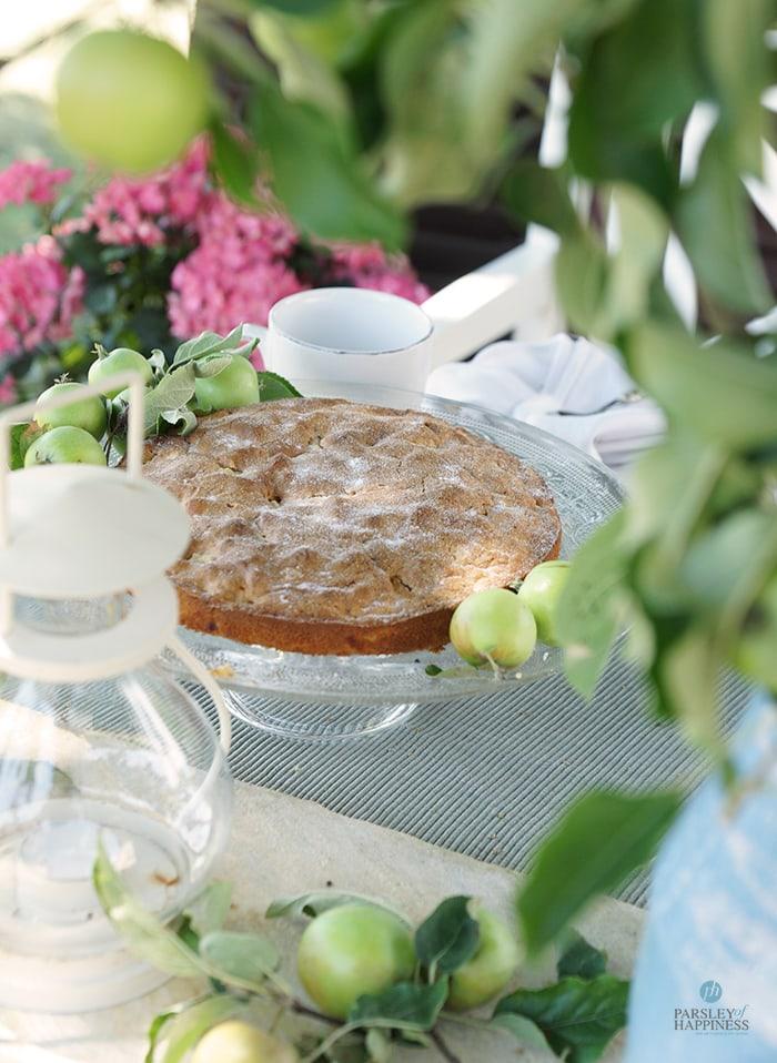 Epler som deko på blomsterbordet