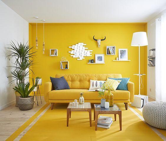 Gestrichener Holzboden, gelbe Wände Boho ethnic