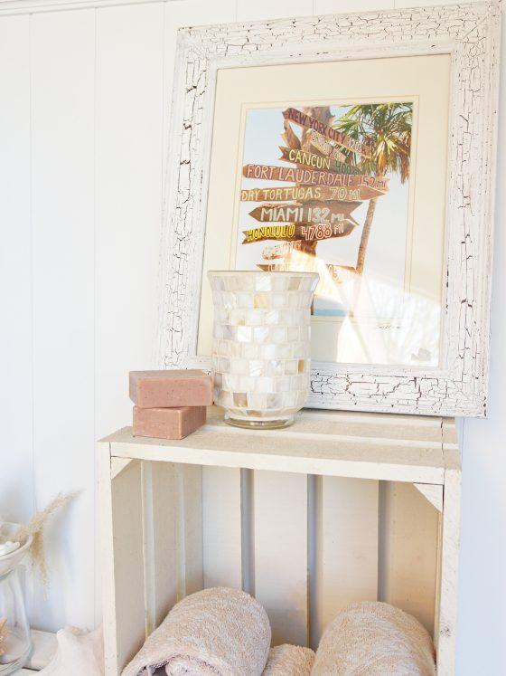 Seife und Bild auf Holzkiste