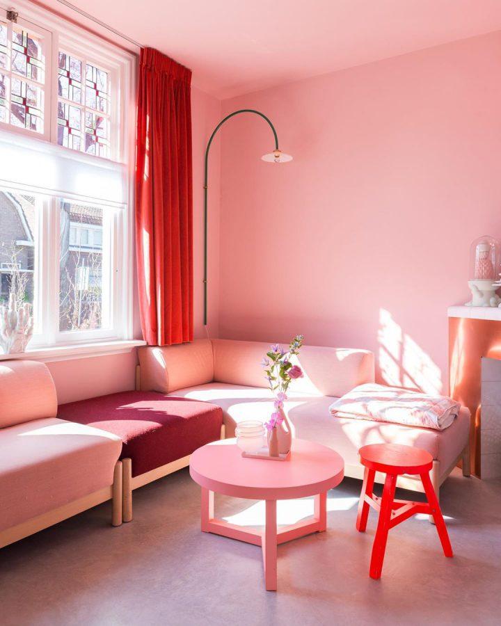 Holländischer Interior und Skandinavischer Interior in Bold Monochromatics einfärbig Rosarot