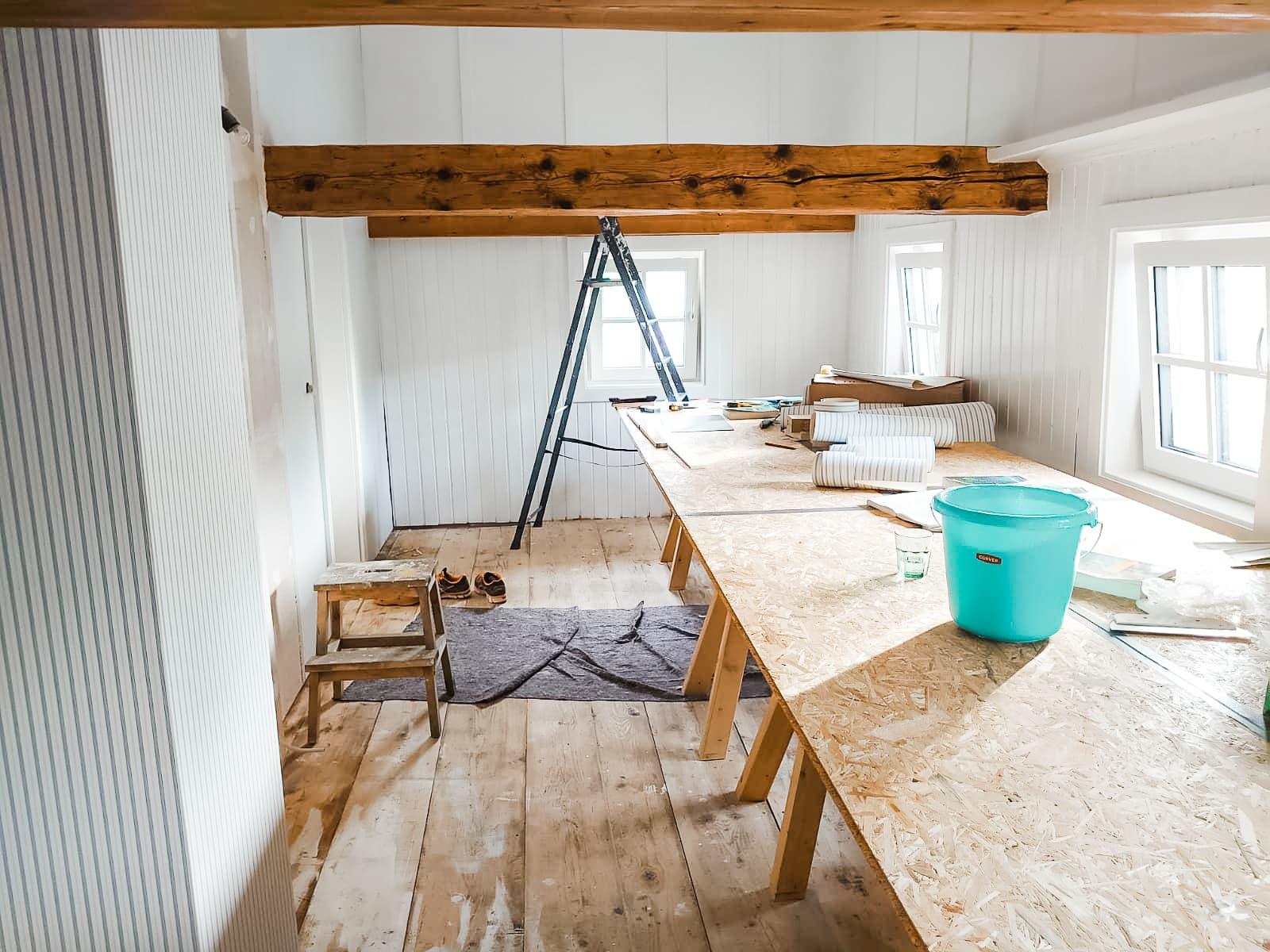 Oppussing, restaurere gammelt hus, tapetsering