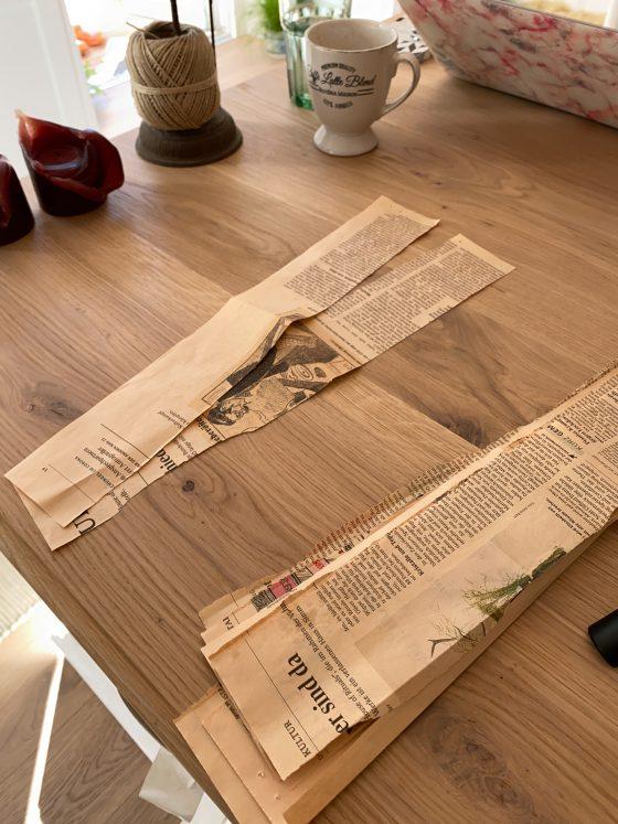 hjemmelaget julegave av avispapir tennbriketter