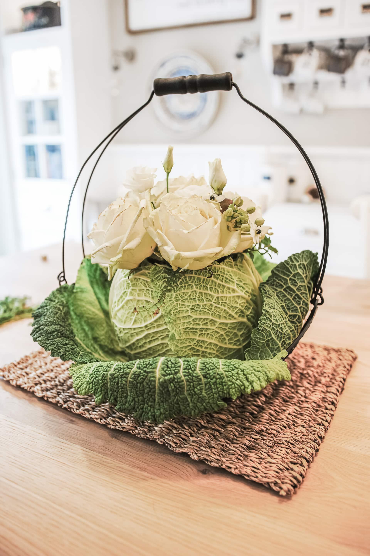 Blumen in Gemüse Vase Rosen