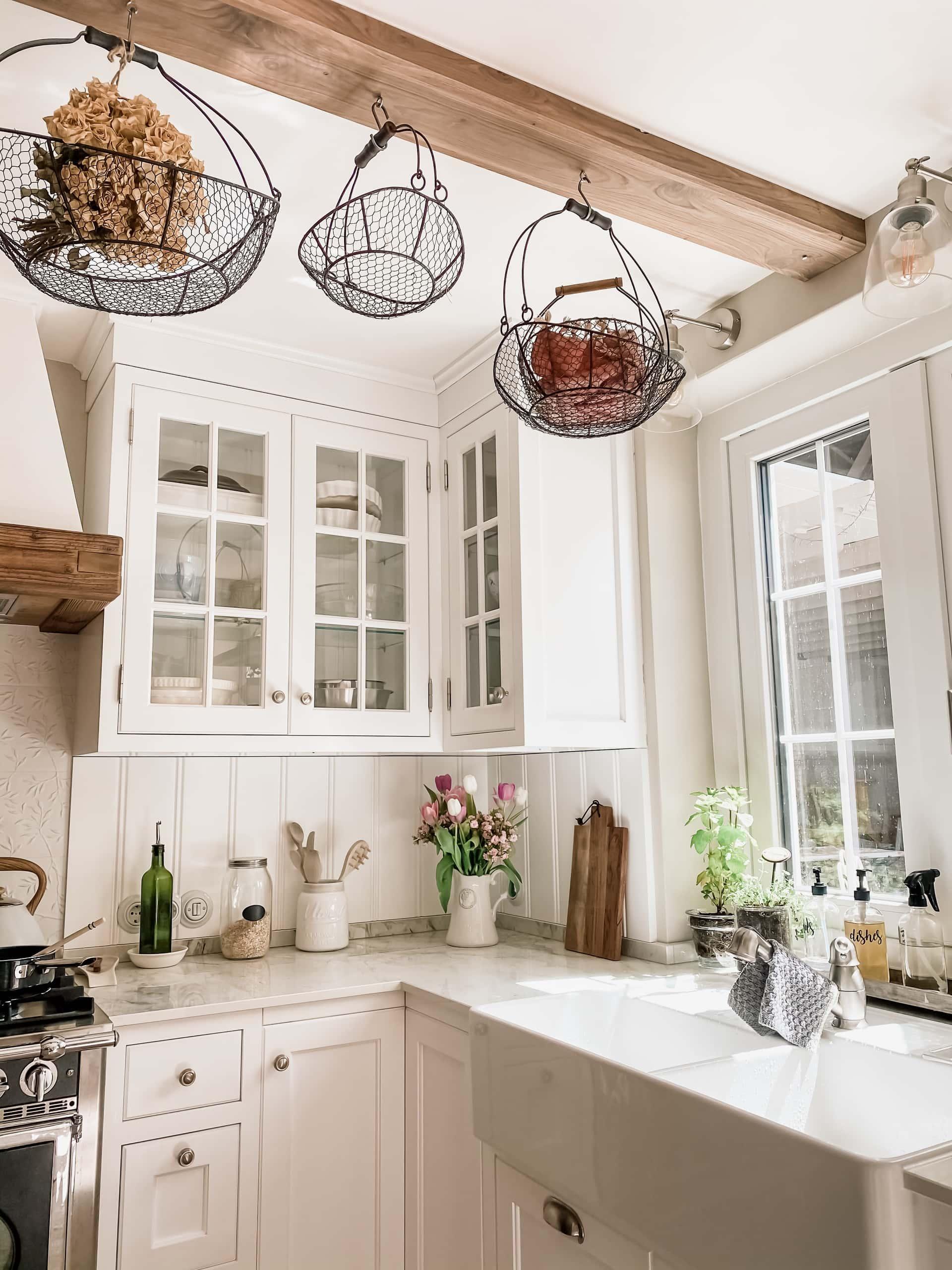 Male tak i hvitt landlig kjøkken, drømmekjøkkenet