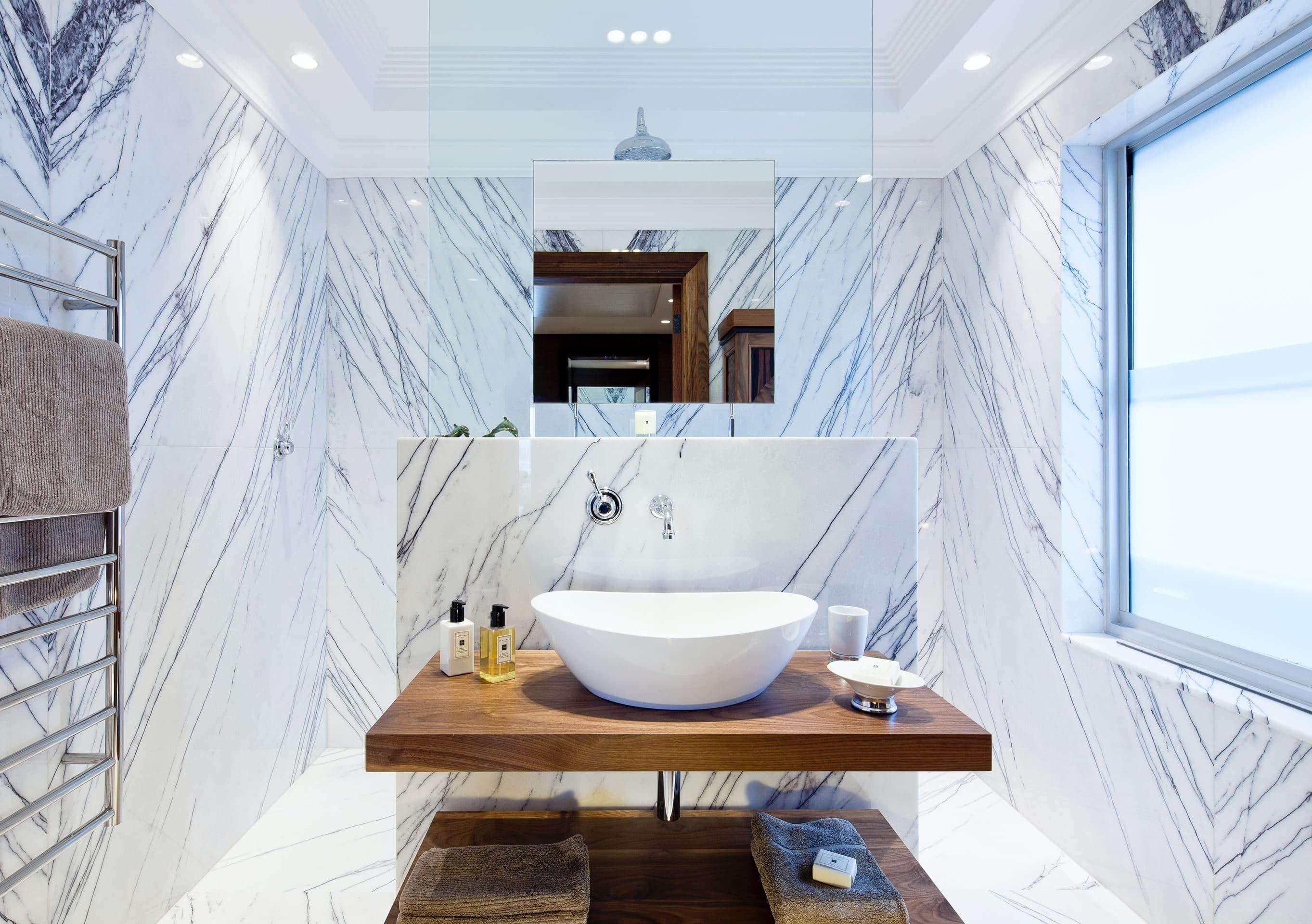 Toppmontert vask på badet