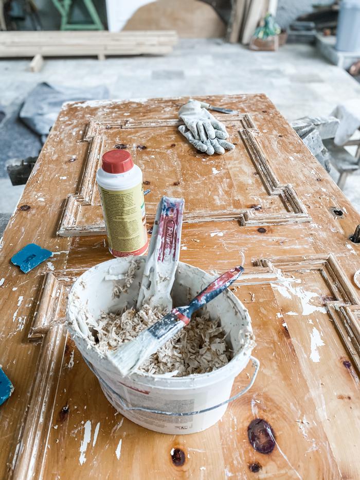 Farbe entfernen von alten Möbeln