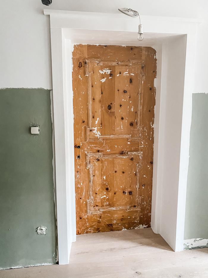 Alte Holztüre renovieren Farbe entfernen