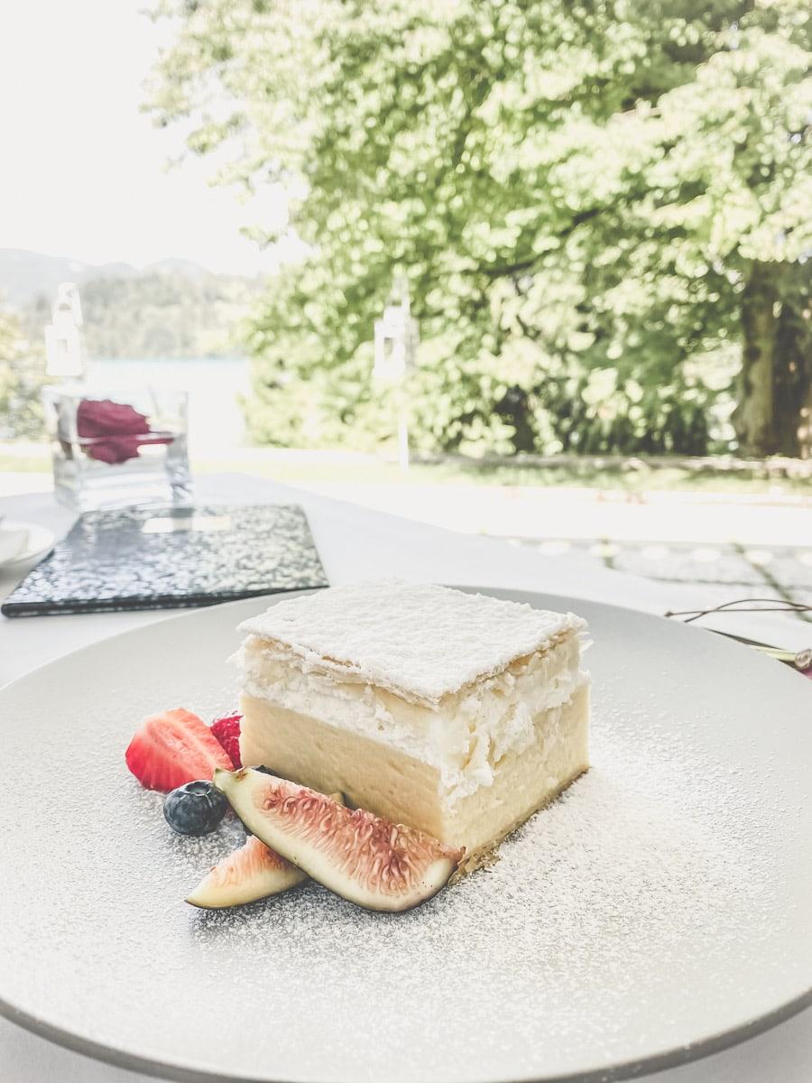 remna rezina eller Blejska kremšnita , cream cake Bled