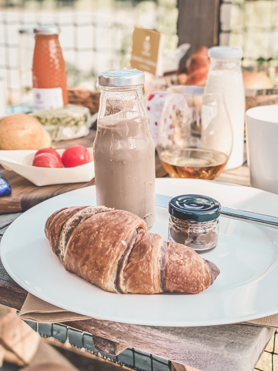 Schokolade croissant Frühstück glamping